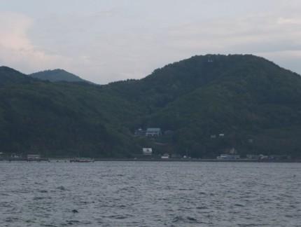 海より寺を望む2